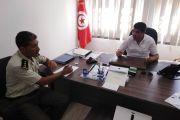Une séance de travail le 30/07/2019 sous la présidence du maire de la municipalité avec le responsable de l'équipe de gardes municipaux à Manouba pour examiner l'activation des ordres de démolition émis à l'encontre de certains contrevenants.